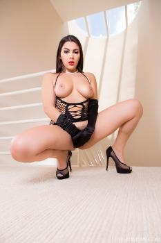 Valentina Nappi Worships Lexington Steele's Huge Black Pipe