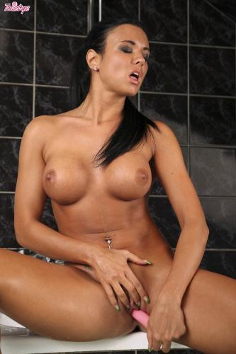 09-18 - Ashley Bulgari - You Make Bath Time So Much Fun