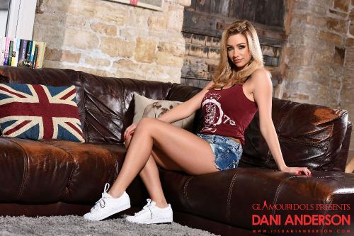 Danni Anderson In Her Cute Top And Tight Denim Shorts