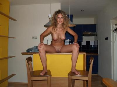 Great looking girl poses naked showing wonderful tits