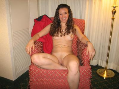 Amateur girl posing naked in hotel room