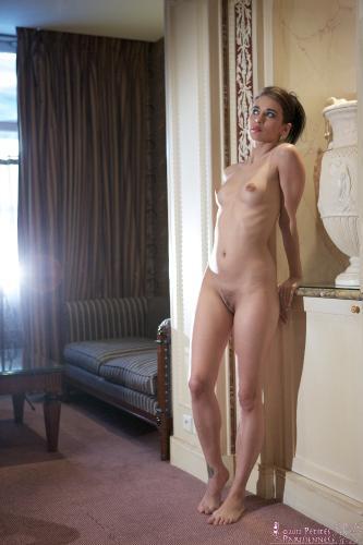 03 - Viki - Sofa Nude (54) 4000px