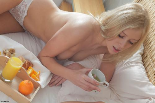 grace_breakfast_in_bed-lrg