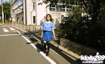 Hayakawa Saki - Hayakawa Saki Poses In Her School Uniform And Masturbates